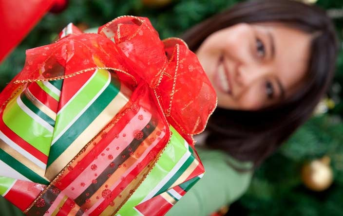 giving-christmas-gifts-cancer-patients